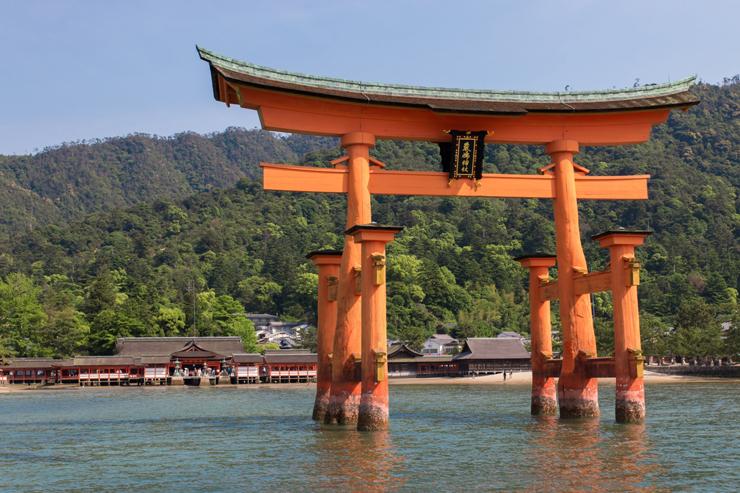 Q.厳島神社とは?|ご利益・アクセス・駐車場など