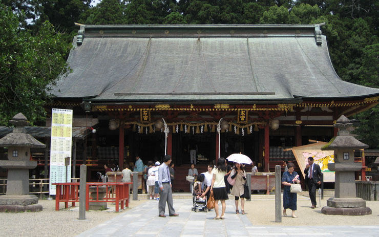 塩釜神社 鳥居と桜