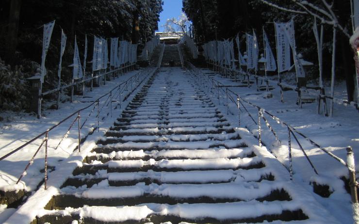塩釜神社 雪の階段